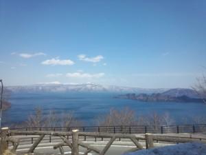 本格的な観光シーズンを迎えた十和田湖。